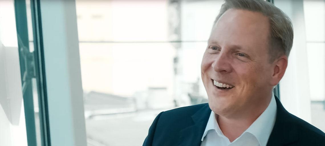 Maik André Baumann, Vertriebscoach aus Düsseldorf, im Interview im Wirtschaftsclub Düsseldorf